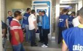 Grevci cam işçileri İş Bankası'na 93 kuruş yatırıyor!
