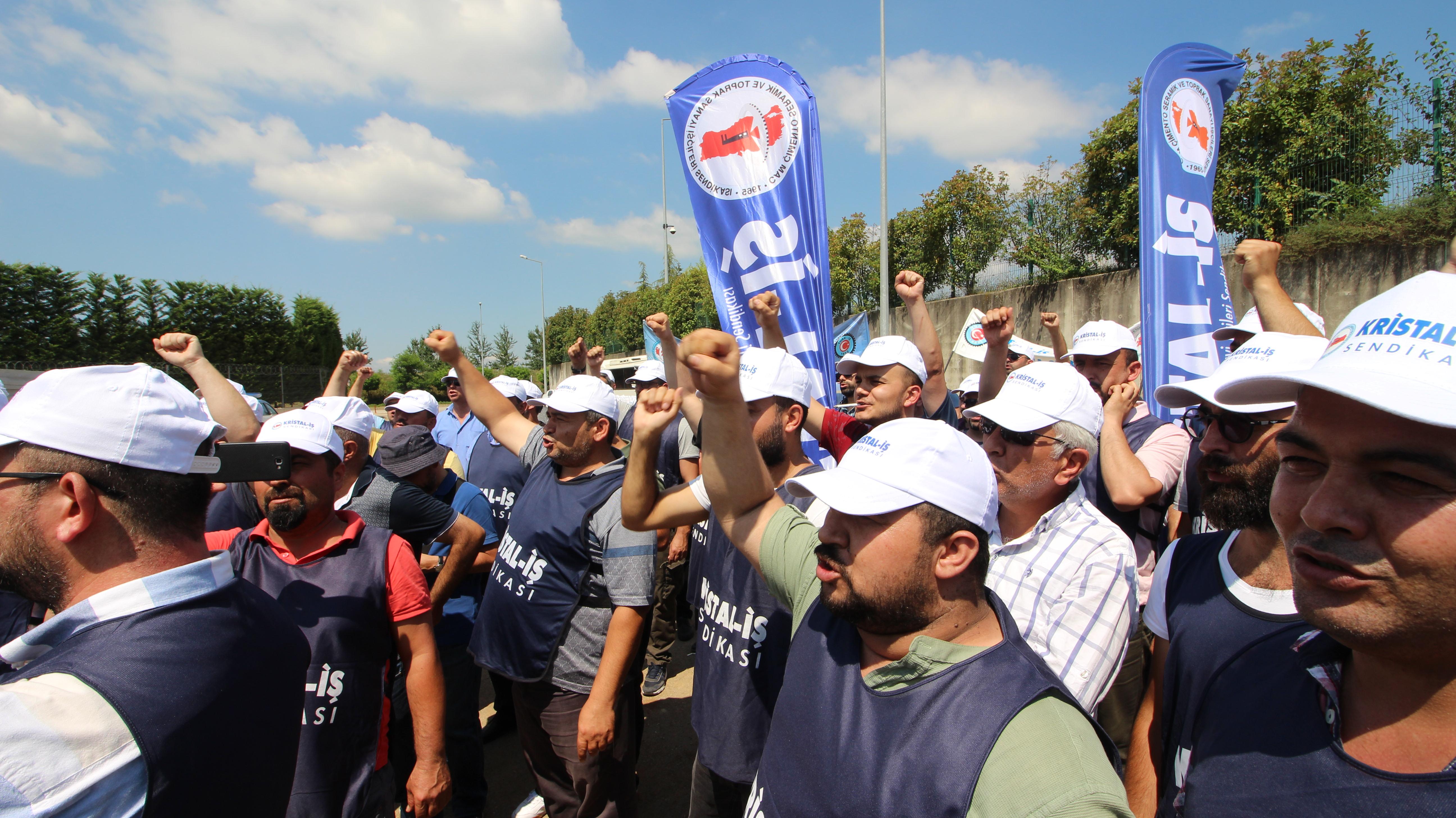 Düzce Cam işçisi greve çıktı